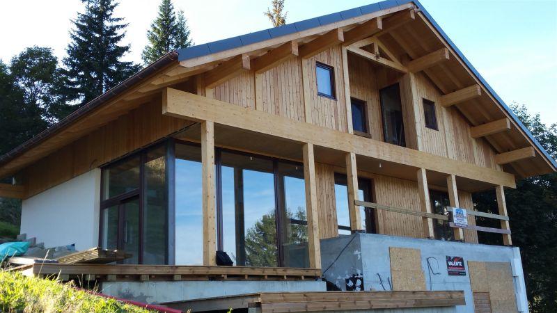 Construction d 39 un chalet contemporain st gervais les for Chalet bois contemporain